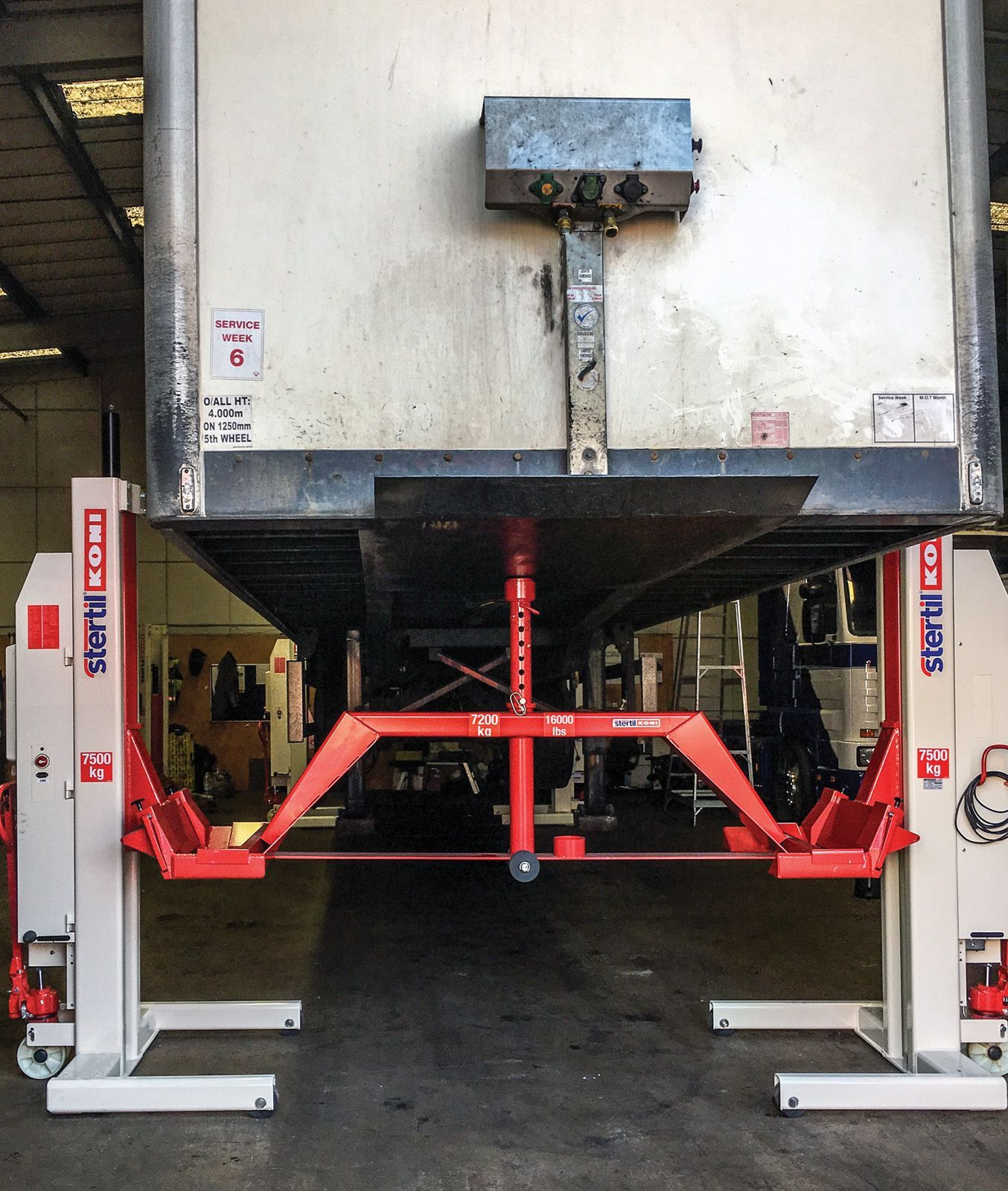mobile column lifts trailer